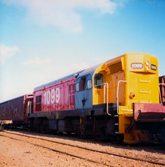 DB 1099 1983 Wellington, NZ (DX 5517) Tags: gmemdg8 db locomotive emdg8 dbclass nzr a1aa1a db1099 g8 1099 newzealandrailways internationalorangelivery internationalorange