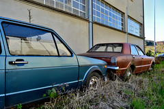 eternamente in coda (riccardo nassisi) Tags: auto abbandonata abandoned rust rusty relitto rottame ruggine ruins rottami scrap scrapyard epave piacenza pc fiat officina decay urbex