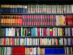 Urban culture (archidream) Tags: sforzesco colore usato bancarelle piazzacastello books libri milano p9plus huawey leica leicap9plus