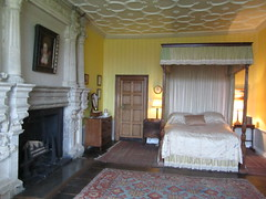 UK - Oxfordshire - Broughton - Bedroom in Broughton Castle (JulesFoto) Tags: uk england castle interior broughton oxfordshire manorhouse broughtoncastle