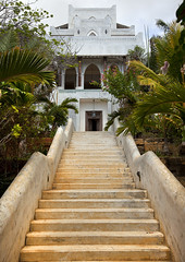 Suno Kay Osterweis house in Shela, Lamu, Kenya (Eric Lafforgue) Tags: africa color horizontal architecture island photography kenya culture unescoworldheritagesite unesco worldheritagesite korean afrika tradition lamu luxury swahili afrique eastafrica treetrees upperclass qunia shela lamuisland lafforgue traveldestination kenyaafrica  qunia    kea exterioroutdoors   tradingroute 176825 a estaterealestate vacationsvacation