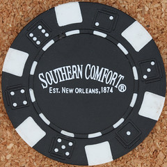 SOUTHERN COMFORT poker chip (Leo Reynolds) Tags: gambling canon eos iso100 casino poker button marker chip squaredcircle 60mm token f80 buck pokerchip 0sec 40d hpexif xleol30x sqset079