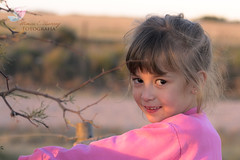 301/365 (Mónica Etcheverry) Tags: light portrait art luz argentina girl face field photo nikon day child retrato live dia niña campo mayo rostro 2012 porject365 d3100 monicaetcheverry