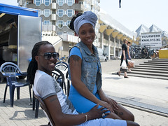 Eindelijk Zomer (RTV Rijnmond) Tags: kids rotterdam kinderen zomer markt zon oud jong mensen rijnmond warmte jongenoud rtvrijnmond jongoud fotografieroaldsekeris