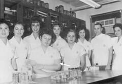 Marge (bored) + Lab Team-HLT2 (David Zerlin) Tags: photohistory margewunder