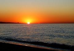 Desde la orilla (camus agp) Tags: amaneciendo amanecer malaga espaa