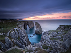 Tomason Cliffs (bertigarcas) Tags: olympus omd em5 zuiko 918 paisaje landscape atardecer sunset marina seascape acantilados ribadesella cuerres asturias espaa spain cliffs