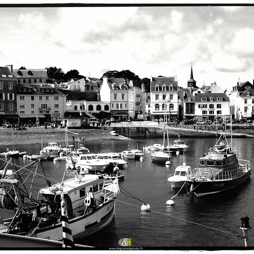 A L'OUEST|3/20| more : http://ow.ly/QWef304YPhV #B&W #britain #landscape #sea #fishing port  #windmill #montsaintmichel #blackandwhite #bretagne #landscape #paysage #sea #fishing #portdepeche #belleileenmer