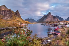 Reine bei Sonnenaufgang (SonjaS.) Tags: lofoten norwegen sunrise sonnenaufgang reine herbst autumn norway clouds