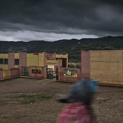 cole (Julio Lpez Saguar) Tags: segundo juliolpezsaguar marruecos morocco lemaroc escuela cole school lluvia rain edificio building mujer woman movimiento motion 5