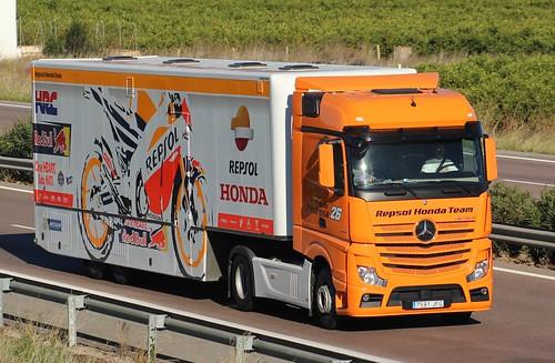El camión de Pedrosa camino de Cheste (supongo)