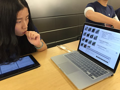Broken down? (Le Petit King) Tags: 2015 20150923 apple applestore asia broken china computer geniusbar laptop lujiazui mbp macbookpro mobile pudongnewarea shanghai iphone6