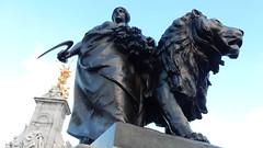 Victoria Memorial, London: detail (John Steedman) Tags: london uk unitedkingdom england   greatbritain grandebretagne grossbritannien       victoriamemorial