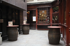 Simpsons Tavern (Can Pac Swire) Tags: london cityoflondon thecity england great britain unitedkingdom building architecture aimg1012 pub public house ec3 tavern ballcourtalley simpsons