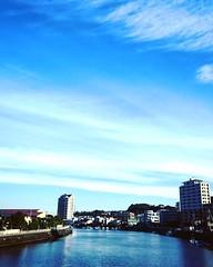 おはようございます(^-^)  空が明るくて、高くて、広いです(╹◡╹)  白いベールをかぶった富士山が 大きくクッキリと見えます。  気温4度 湿度70% 北北東の風2m  スネ~ヒザサイズの波が割れる程度🏄♀️  な、湘南の海です。  今朝のオバサマ注目ニュースは、  ★中谷美紀、ドイツ人ビオラ奏者と熱愛!交際1カ月…所属事務所に「恋人です」(サンケイスポーツ)  http://headlines.yahoo.co.jp/hl?a=20161125-00000502-sanspo-en