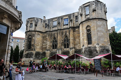 Poitiers (MikePScott) Tags: camera sky france bar buildings lens cafe bistro poitiers builtenvironment poitoucharentes nikon18200mmf3556 nikond300 featureslandmarks cateringestablishments