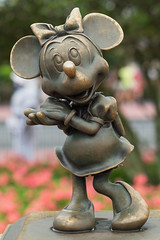 Minnie mouse (Ale Berger) Tags: park statue mouse nikon disney minnie brass magickingdom d600