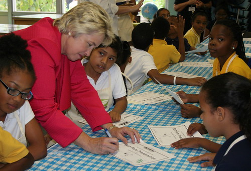 Mayor Annise Parker signs autographs for the kids