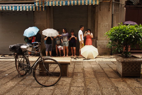 WuYang and sheltering tourists, Macau