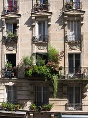 Paris, faade immeuble en face, pierre de taille, rue Julien Lacroix (Jeanne Menj) Tags: paris faade immeuble pierredetaille ruejulienlacroix