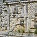 Le decorazioni che ritraggono il dio quetzalcoatl, il serpente piumato azteca