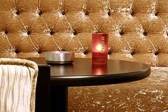 Voormalig . . . (willem_huwae) Tags: bar canon maastricht hotel design licht luca lounge bank stoel sigaret tafel knoppen vrijthof waxine dpp0001 willemhuwae