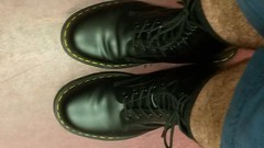 20160913_205613 (rugby#9) Tags: dm feet wear cushioned comfort sole cushion dms docmartens lace original soles bouncing doctormarten docs doc eyelets icon boots drmartensboots dr martens drmartens airwair air wair yellow stitching yellowstitching 10 hole 10hole size7 7 1490 black socks blacksocks boot drmartenssocks drmartensblacksocks dmsocks dmblacksocks legs barelegs hairylegs hair shoe footwear blueshorts shorts indoor
