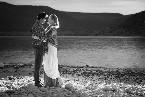 #engagement #session #wedding #weddingphotography #hungary #danuberiver #duna #blackandwhite #blackandwhitephotography #light #canonlens #ef70200 #canonef #canonphotography #canoneos #canon