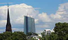 Skyline. (universaldilletant) Tags: frankfurt skyline ezb kirche affe