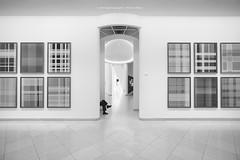 IN DER RUHE LIEGT DIE KRAFT (rolleckphotographie) Tags: architecture architektur menschen museum kunstmuseum mmk frankfurt people rolleckphotographie stefanrollar sony nex7