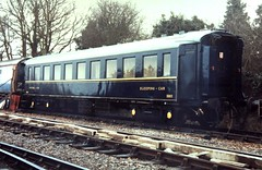 Anglų lietuvių žodynas. Žodis accommodation train reiškia apgyvendinimo traukinys lietuviškai.