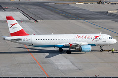 OE-LBJ / Austrian Airlines / Airbus A320-214 (Charles Cunliffe) Tags: canon 7dmkii aviation vienna international airport loww vie austrian airlines os aua airbus a320 oelbj