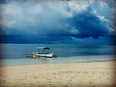 Wood boat and stormy day 🌴⛈ Philippines (Audrey.Hell) Tags: woodboat storm water ocean asia spirit island mer sea plage orage nuagesgris bateau philippines