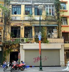 Gritty (Neil Noland) Tags: vietnam hanoi oldquarter