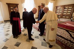 Secretary Kerry Looks on as Pope Francis Shakes Hands with Ambassador Hackett at the Vatican (U.S. Department of State) Tags: johnkerry vatican vaticancity popefrancis shauncasey kennethhackett