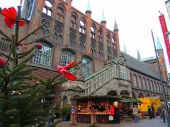 Weihnachtsmarkt vorm Rathaus in Lübeck (Sophia-Fatima) Tags: lübeck schleswigholstein deutschland weihnachtsmarkt christmasmarket weihnachten christmas advent rathaus