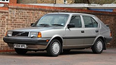 F304 VFL (Nivek.Old.Gold) Tags: 1988 volvo 340 gle 17 5door kings witcham