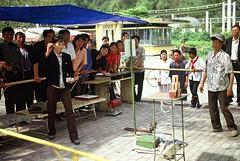 Pyongyang Fun Fair (Frühtau) Tags: life street city people woman man game del asian fun photo asia do leute child play watching north picture fair scene korea du daily east korean level laugh win score nord spiel norte pyongyang corée corea dprk coréia coreia nordkorea 北朝鮮 корея كوريا северная الشمالية βόρεια κορέα เกาหลีเหนือ