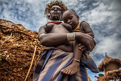 dassanech tribe,  mother with her son in her arms, near omorate, lower valley of the omo, ethiopia (anthony pappone photography) Tags: africa travel woman canon child explore tribes afrika omovalley ethiopia tribe ethnic afrique omo etiopia 非洲 アフリカ omorate 아프리카 dassanech africantribe африка अफ्रीका