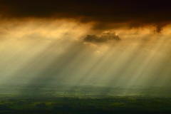 Shafts of Light over the Eden Valley (Steve Thompson images) Tags: sunset sunlight landscape valley shafts pennines appleby yorkshiredales edenvalley canon70200l northpennines polarisingfilter thedales ndgradfilter canon5dmark2 appelbyinwestmorland