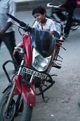 Dangerous Biker (Mayank Austen Soofi) Tags: child delhi plate number biker dl walla
