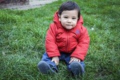 Gordito bello! (M Vernica) Tags: baby verde green grass sweet pasto sentado bebe sonrisa fotogenico tierno