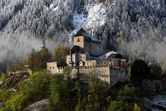 Burg Reifenstein ...... wenige Tage spter (mikiitaly) Tags: schnee italy snow day herbst elements burg altoadige ngk slicesoftime sailsevenseas sailsevenseasmaster mygearandme sdtieol