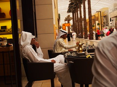 The Kuwaitis are people with too much money and too much time. Thats why Cafees like this is running!