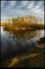 Atardecer de otoño en el río Negro