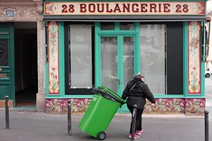 """293/366 Green (serie """"one color per day"""") (Kairos !) Tags: green vert street urban city color colors colorful serie streetwalk streetview streetphotographer streetphotography conceptualimage conceptphotos 2016pad 366 366days project366 fujifilm fujixt10"""