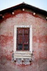 (massimopisani1972) Tags: garbatella roma rome italia italy nikon 28300 quartieregarbatella finestra window massimopisani massimo pisani d610 20300