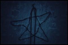 finding stars (***toile filante***) Tags: dark dunkel darkcolors star stern creative kreativ