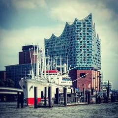 #elbphilharmonie #landungsbrücken  #latergram  #hamburg #hamburch