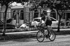 Movimiento (Jaime Recabal) Tags: canon 40d recabal caguas puertorico bicycle bicicletas monochrome blackandwhite blancoynegro street